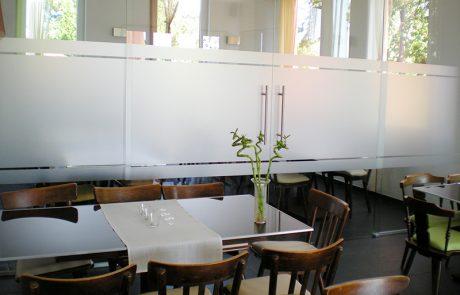 Glastrennwand mit Schiebetür von der Glaserei Kovacs