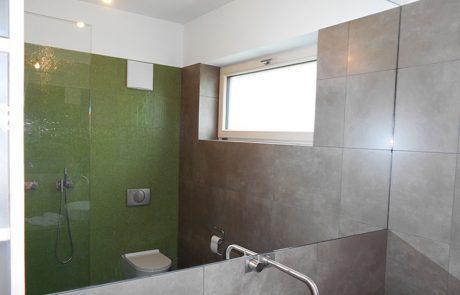Spiegel im Badezimmer von der Glaserei Kovacs