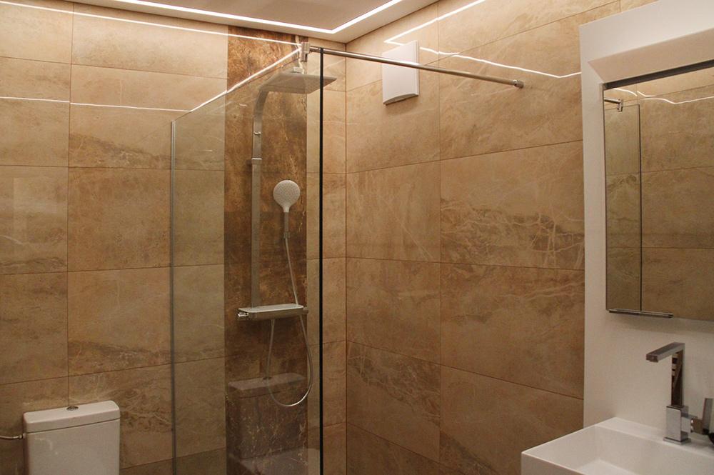 Duschwand aus Glas von der Glaserei Kovacs